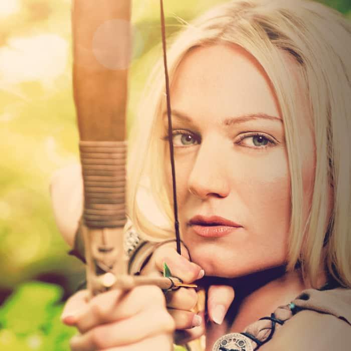 Referenz Teaser Amazone Frau mit Pfeil und Bogen